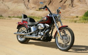 Красный Harley-Davidson