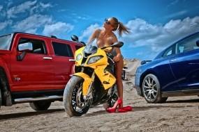 Обои Девушка на мотоцике: Девушка, Мотоцикл, Туфли, Мотоциклы