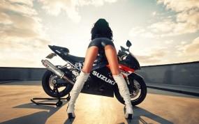 Обои Suzuki с девушкой: Мотоцикл, Попа, Телка, Suzuki, Мотоциклы с девушками, Suzuki