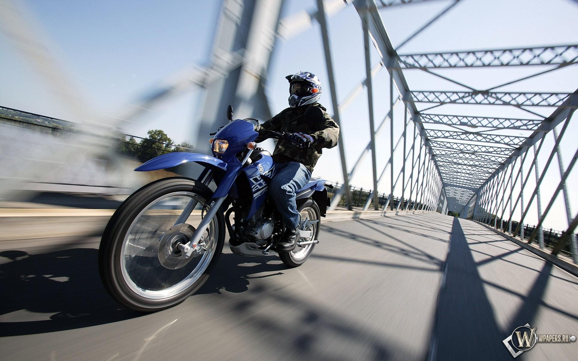 Мотоцикл на мосту 1920x1200