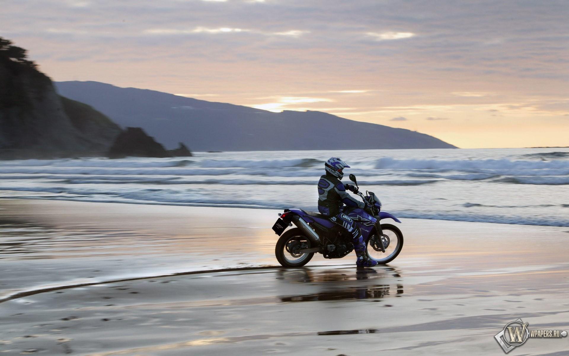 Yamaha на пляже 1920x1200
