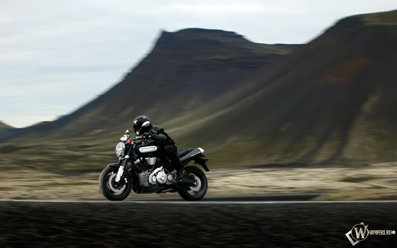 Yamaha в горах 1440x900