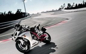 Обои YAMAHA на трассе: Мотоциклы, Yamaha R1, Yamaha, Yamaha