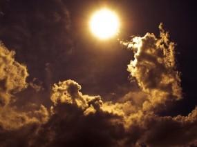 Обои Солнце сквозь облака: Облака, Солнце, Небо, Лучи, Природа