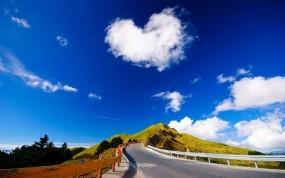 Обои Облако в форме сердца: Облака, Горы, Природа, Холмы, Небо, Лето, Пейзаж, Природа