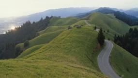 Обои Панорамный холм: Дорога, Холмы, Небо, Природа