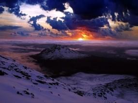 Обои Пейзаж в сиреневых тонах: Облака, Горы, Закат, Природа