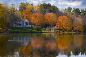 Обои Дом на берегу озера: Река, Деревья, Сад, Дом, Природа