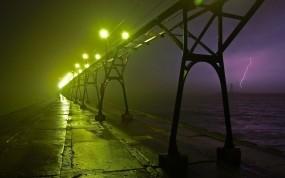 Обои Гроза у моста: Огни, Мост, Ночь, Молния, Гроза, Природа