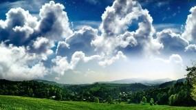 Обои Деревенский пейзаж: Облака, Деревья, Поле, Трава, Небо, Деревня, Природа