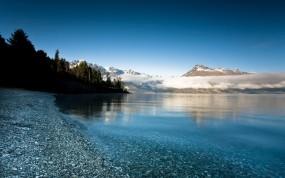 Обои Красивое озеро: Облака, Горы, Деревья, Камни, Озеро, Прочие пейзажи
