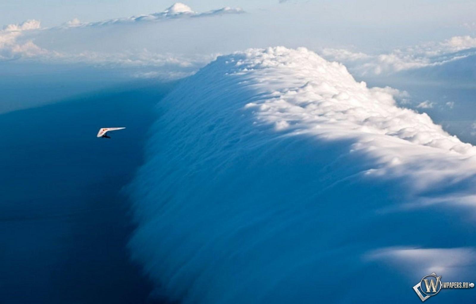Волна из облаков 1600x1024