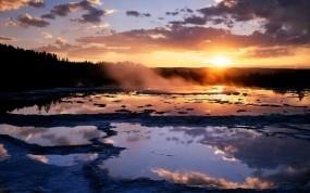 Обои Восход над болотом: Солнце, Пар, Восход, Болото, Прочие пейзажи