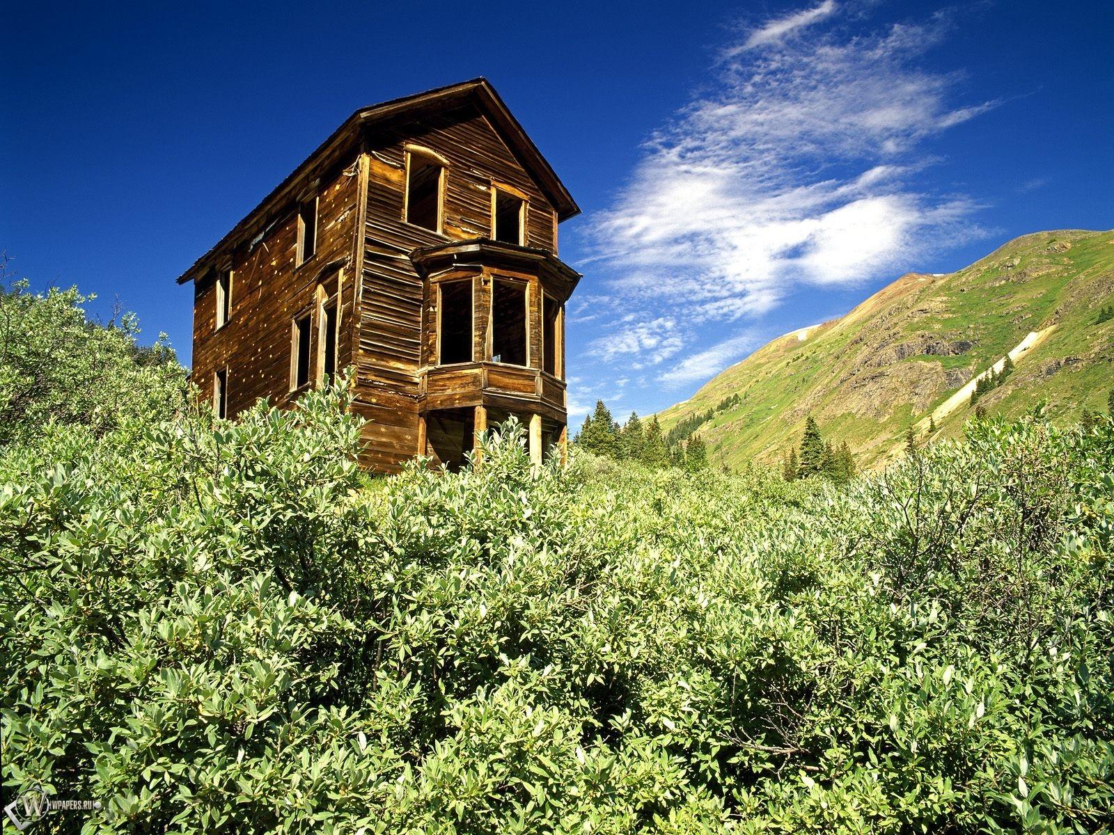 Хижина в горах 1600x1200