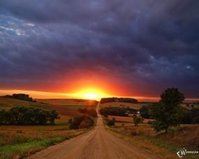 Обои Дорога к солнцу: Закат, Путь к солнцу, Тучи, Горизонт, Прочие пейзажи