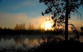 Обои Рассвет над озером: Солнце, Озеро, Рассвет, Прочие пейзажи