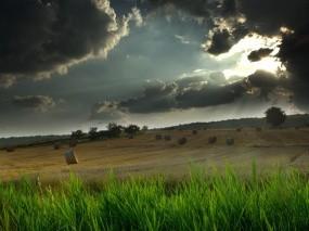 Обои Покошенное поле: Свет, Тучи, Сено, Стог, Поле, Лучи, Прочие пейзажи