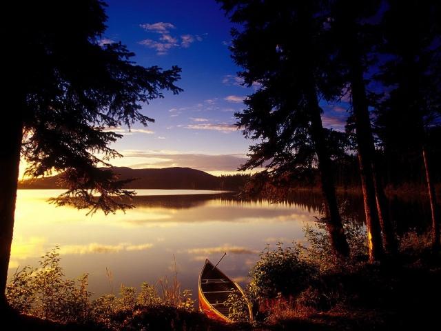 Одинокая лодочка