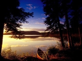 Обои Одинокая лодочка: Свет, Вода, Озеро, Лодка, Прочие пейзажи