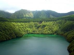 Обои Озеров горах: Горы, Деревья, Озеро, Прочие пейзажи