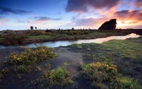Обои Закат: Закат, Трава, Скала, Речка, Вода и небо