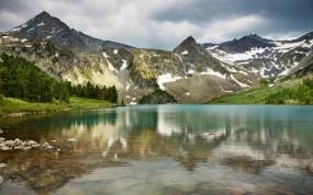 Обои Горный пейзаж: Горы, Лес, Водоём, Горы