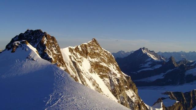 Солнечные горные вершины