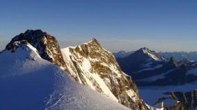 Обои Солнечные горные вершины: Горы, Снег, Природа, Горы