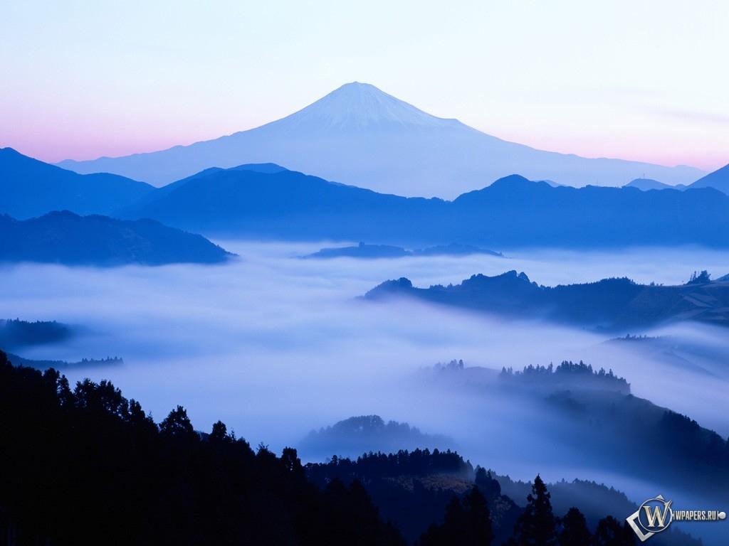 Горы и туман 1024x768