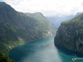 Обои Горная река: Ущелье, Чудо природы, Вода и небо
