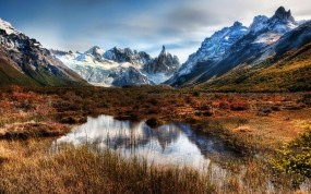 Обои Горная равнина: Горы, Трава, Лужа, Горы