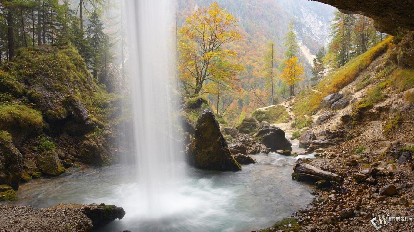 За водопадом 1366x768