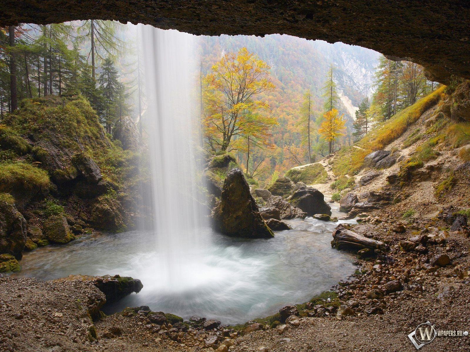 За водопадом 1600x1200