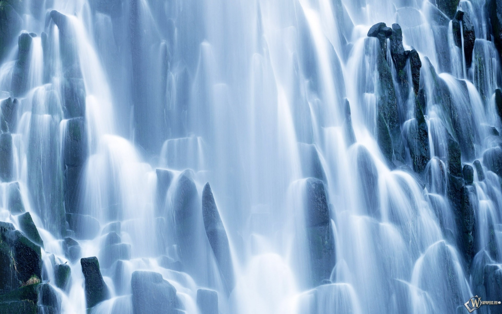 Водопад 1680x1050