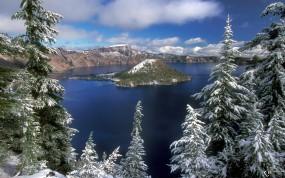Обои Остров на фоне елей: , Зима