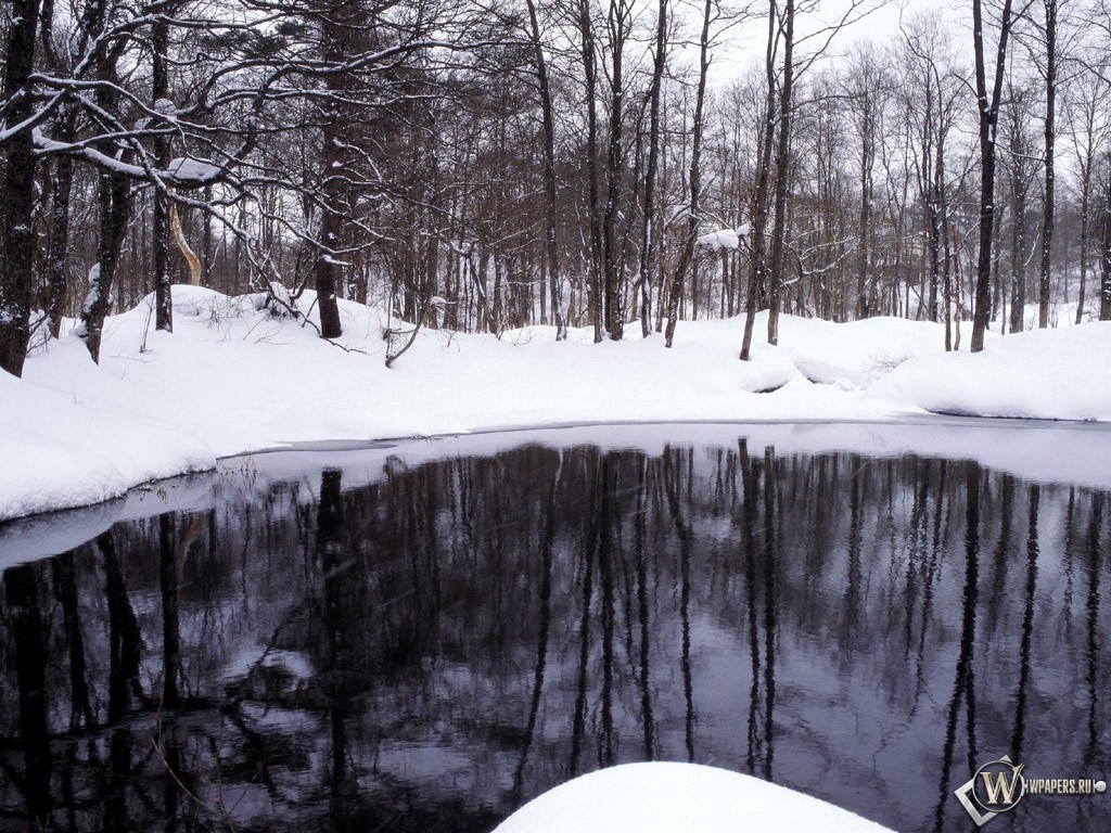 Озеро посреди снега 1024x768