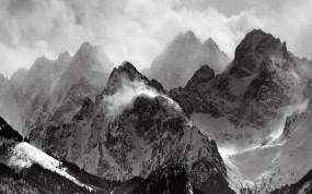 Обои Снежные горы: Горы, Снег, Деревья, Тучи, Зима