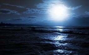 Обои Лунный свет на море: Волны, Море, Ночь, Луна, Свечение, Блики, Вода и небо