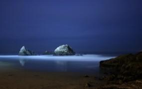 Обои Ночной океан: Море, Ночь, Скалы, Синий, Вода и небо