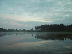 Обои Вечернее озеро: Деревья, Озеро, Вода и небо