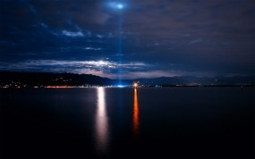 Обои Ночное море: Свет, Море, Небо, Маяк, Вода и небо