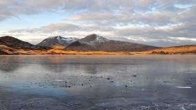 Обои Замёрзшее озеро: Облака, Река, Горы, Небо, Вода и небо