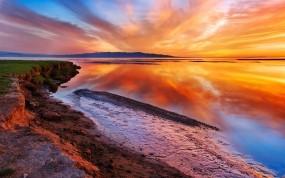Обои Красочное небо: Закат, Берег, Небо, Вода и небо