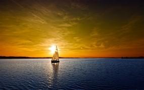 Обои Яхта на закате: Облака, Яхта, Закат, Вода и небо