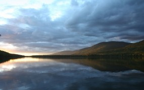 Обои Природа мира: Вода, Лес, Тучи, Вода и небо