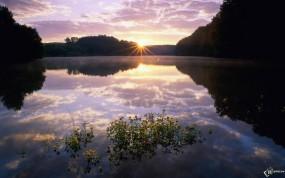 Обои Закат над озером: , Вода и небо