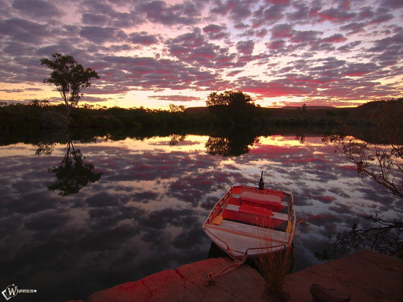 Лодка на фоне заката 1600x1200