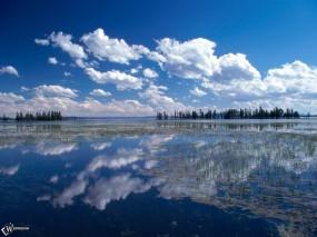 Обои Голубое небо в воде: , Вода и небо