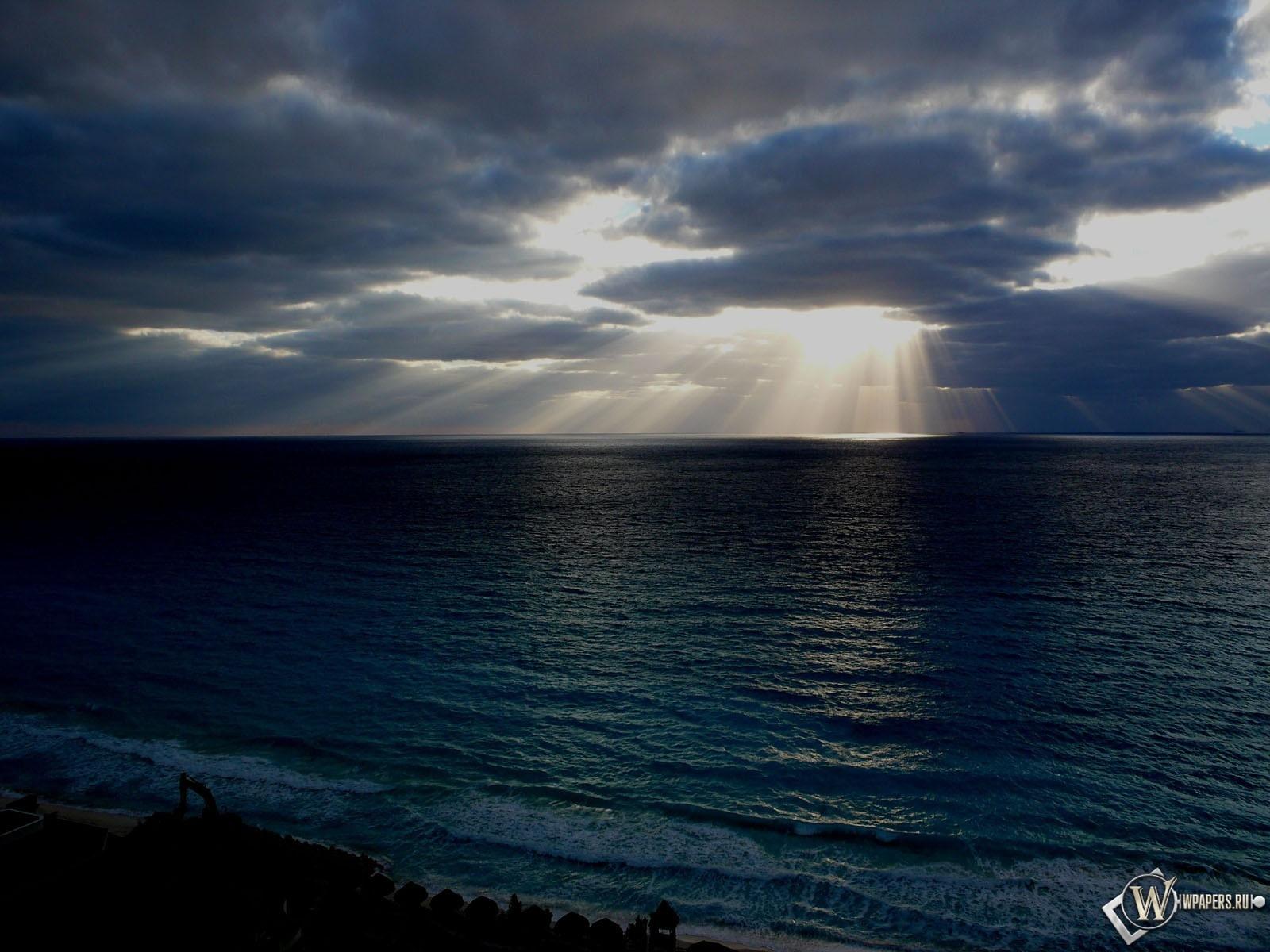 Лучи солнца на море 1600x1200