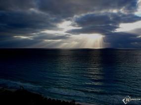 Обои Лучи солнца на море: Вода, Солнце, Тучи, Небо, Лучи, Вода и небо